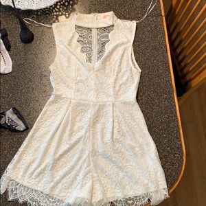 Cute lace romper that fits like medium